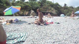 Betrunkene russische Studenten ficken auf der Krim am Strand vor allen Augen