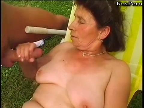 Bodybuilderin Riesenpimmel Schoen Massage