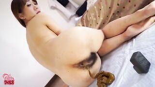 Zusammenstellung von Pornos mit kackenden nackten Mädchen