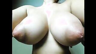 Mädchen zeigt sehr große Brustwarzen vor der Webcam