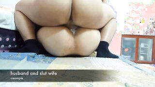 Der Ehemann fickt seine Frau am Morgen nach dem Joggen hart in Socken