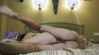 Ein Mann fickt seine Geliebte in einem Hotel und zieht es heimlich aus
